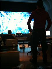 米国 スカイウォーカーサウンドで作業中の神山健治監督 © 「009 RE:CYBORG」製作委員会